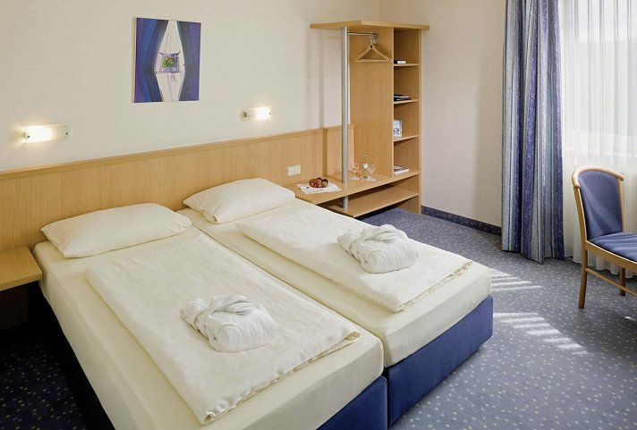 starlight express tryp bochum wattenscheid hotel bochumpenny reisen angebot. Black Bedroom Furniture Sets. Home Design Ideas