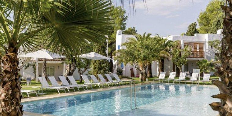 COOEE Cala Llenya Resort